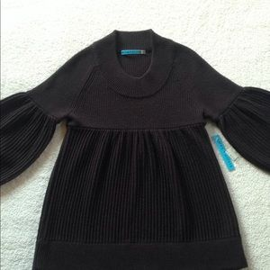 Women's Alice + Olivia Brown sweater.